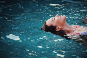 Intenset úszás közepes intenzitású edzés